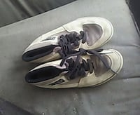pair of gray-and-white Nike sneakers Madera, 93638