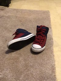 Boys' red and blue converse sneakers 372 mi