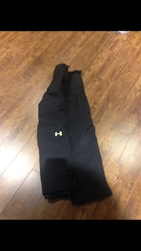 Under Armour boys medium snow pants