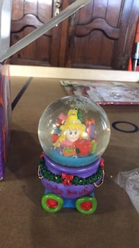 The Grinch Christmas snow globe