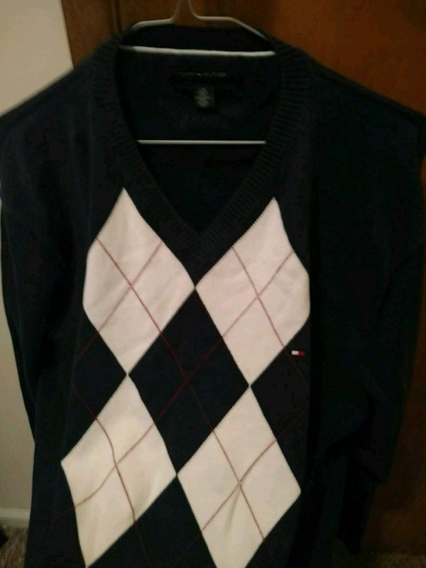 black and white long-sleeved shirt