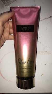 236 ml Victoria's Secret Sheer love lotion perfume soft tube Round Hill, 20141