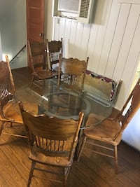 round brown wooden table with six chairs dining set Yucaipa, 92399