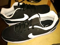 black-and-white Nike low top sneakers Hapeville, 30354