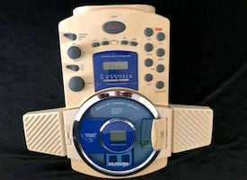 NEW - NEVER USED BEFORE- Antique- In-Shower Radio CD Player
