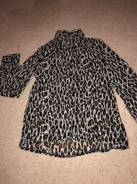 Black and white leopard print long-sleeved shirt Myrtle Beach, 29566