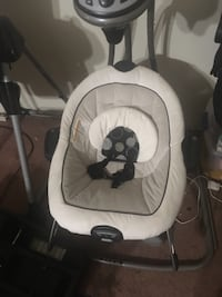 baby's white and black swing chair Fresno, 93727