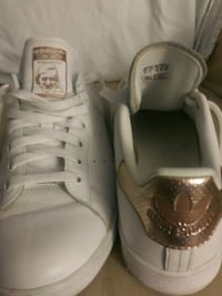 pair of white low top sneakers Placentia, 92870