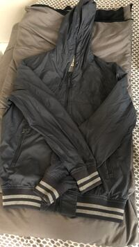 Grey H&M windbreaker Middletown, 10940
