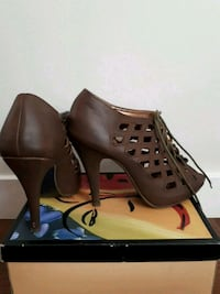 Size 7 heels. Brown. Lace up front. Vancouver, V6K 2E8