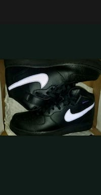 pair of black Nike low-top sneakers with box Toronto, M1B 5R7