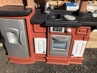 Small toy kitchen very good condition 22 km