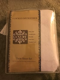 Luxury twin sheet set. Lexington, 44904