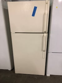 Hotpoint top freezer fridge  Baltimore, 21223