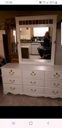 Refinished white dresser and mirror Vaughan, L4H 2H2