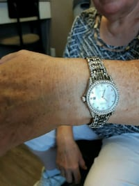 round silver-colored analog watch with link bracel Toronto, M4V