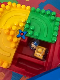 Duplo table. Like new. Blocks available to purchase upon request Parkland, 33076