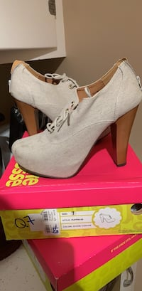 Pair of gray suede platform stiletto shoes with box 653 mi