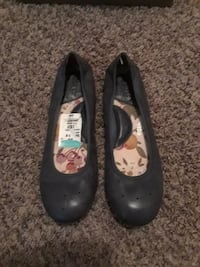 pair of black leather flats Independence, 64052