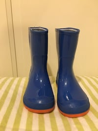 Rain boots Size 5-6 toddler