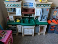 white, green, and brown kitchen playset Adamstown, 21710