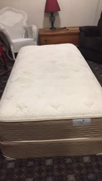 "Twin 38"" x 75"" mattress and box spring. This mattress is gently used,clean, and comfortable Abbotsford"