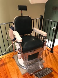 1900s Kochs Vintage Barber Chair, Excellent Condition Bluffton