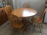 Round kitchen table with 4 chairs  Mississauga, L5B