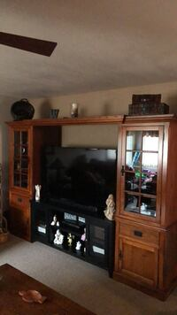 Oak Entertainment Center Only.  TV and Center Stand not included. Diamond Bar, 91765