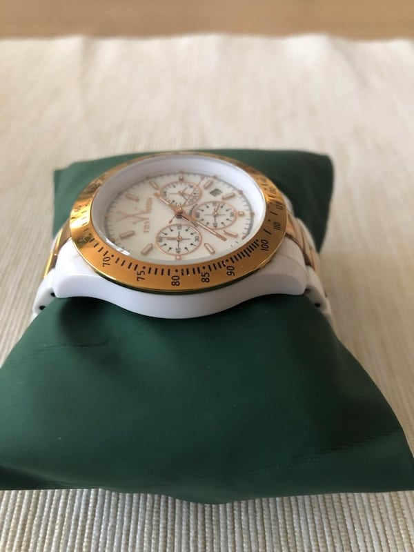 Toy watch  e55cd803-72bd-4d50-800c-6cafd89aaac3