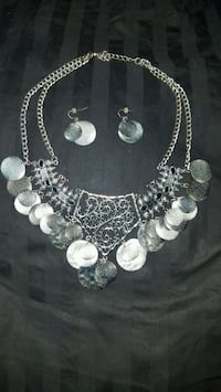 Beautiful necklace and earring set Elk Grove
