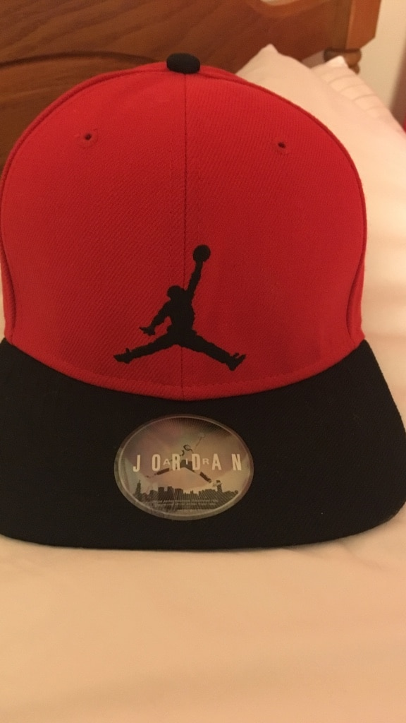 Photo Black and red air jordan fitted cap!!