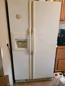 Fridge side by side door with water and ice dispenser