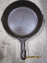 Heavy Antique Cast Iron WAGNER WARE #8 SKILLET