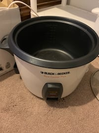 Rice cooker and pressure cooker pick up only Colorado Springs, 80916