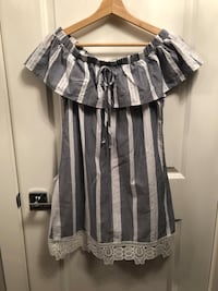 NWOT Off the shoulder dress Size Small Maple Ridge