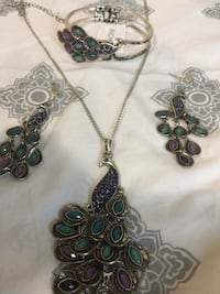 Women's earrings and necklace set for sale Calgary, T3E 6R6