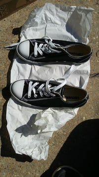 New womens CONVERSE size 7.5 Leesville, 71446
