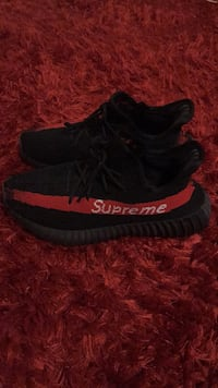 Yeezy Boost 350 Customized with Supreme  1166 km