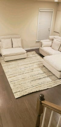 Livingroom or bedroom cream square area rug 45 mi