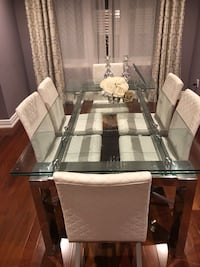 Dining table with 6 chairs. Extendable table to 8 Richmond Hill, L4B