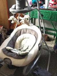 Baby's white and brown cradle 'n swing Portsmouth, 23703