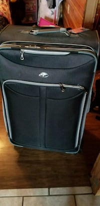 "30"" Olympia roller suit case  New Castle, 16101"