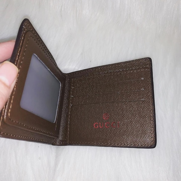 Gucci Bifold Wallets 8