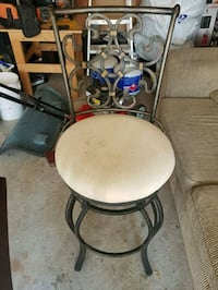 Round white and black metal chair Pickering, L1X 2K5