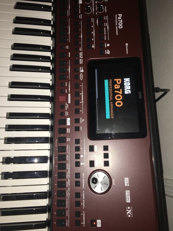 Korg Pa700 Professional Arranger 61-Key with Touchscreen and Speakers Black