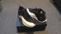 pair Jordan Trainer prime shoes with box