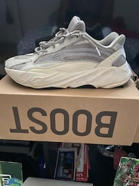 "Yeezy ""Static"" 700 v2 size 11 Capitol Heights, 20743"