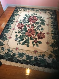 White, blue, and red floral area rug Syracuse, 13214