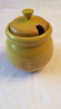 Le Creuset honey pot Oakville, L6M 1E5